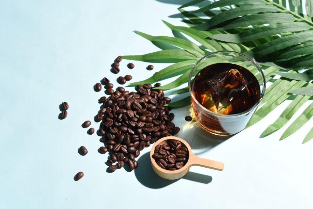 ボタニカルなアイスコーヒーとコーヒー豆